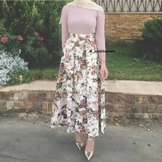 "712 Likes, 6 Comments - سارة هشام Sarah Hesham (@_sarahhesham) on Instagram: ""@theskirtfactory_ love ❤️"""