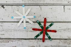 35 easy to make homemade Christmas decorations. DIY homemade Christmas decorations for the home this festive season. Easy and cheap ideas for kids to make and for you to craft. Diy Christmas Decorations For Home, Holiday Crafts For Kids, Preschool Christmas, Christmas Crafts For Kids, Xmas Crafts, Craft Stick Crafts, Preschool Crafts, Simple Christmas, Holiday Fun