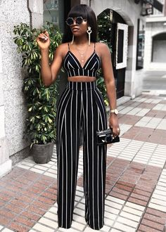 Blackandwhite crop top outfits, trouser outfits, sexy outfits, cute pants o Classy Outfits, Chic Outfits, Trendy Outfits, Fashion Outfits, Fashion 2018, Dope Fashion, Party Outfits, Holiday Outfits, Fashion Pants