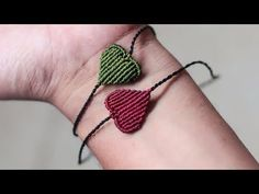 Macrame bracelet tutorial: the minimalist heart armlet ❤❤❤ step by step guide by Tita Macrame Owl, Macrame Knots, Macrame Jewelry, Macrame Bracelets, Diy Jewelry, Handmade Jewelry, Bracelet Fil, Macrame Bracelet Tutorial, Crochet Bracelet