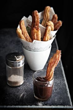 Churros con Chocolate - beautiful photos and recipe on this site. My mom makes the best churros! Mexican Food Recipes, Sweet Recipes, Dessert Recipes, Dessert Food, Think Food, I Love Food, Chocolate Churros, Hot Chocolate, Chocolate Dipped