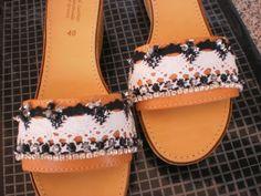 Άσπρο μαύρο....φόντο Slip On, Sandals, Shoes, Fashion, Moda, Shoes Sandals, Zapatos, Shoes Outlet, Fashion Styles