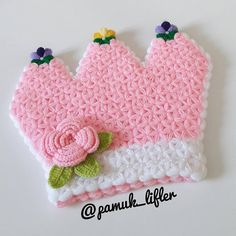 Prenses tacı lif modeli yapımı yeni tarz lif modeli arayanlar için oldukça şirin güzel bir tasarım olduğunu düşündüğüm bir lif modelimiz olmuş, kız çeyizi Crochet Hats, Crafts, Stuff To Buy, Kids, Anne, Instagram, Amigurumi, Tricot, Knitting Hats