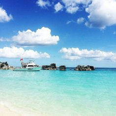 Bermuda is the most beautiful island with the kindest heart warming people. I can't wait to write all about this incredibly cute little island on my travel guides. 48 hours here gives you a brilliant insight into the relaxed Bermudan lifestyle. Coming soon! :@thelayoverlife_ #bermuda #gotobermuda #fairmonthotels #fairmontsouthampton #thelayoverlife #travelblogger #Wearebermuda by wearebda