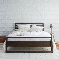 Parachute Bedding: The young direct-to-consumer brand offers Italian made sheets to duvet inserts, and now linens
