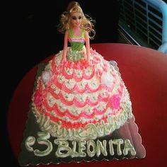 Barbie Cake for birthday - Europa Dessert Bar #barbie #barbiecake #cake #cakestagram #cakes #birthday #bday #bdaycake #bdaygirl #birthdaycakes #barbi #doll #dollcake #dollcakes #sweetcake #sweety #celebrate #partycake #partycakes