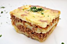 Potato and meat casseroles Wok, Romanian Food, Superfoods, Lasagna, Carne, Quiche, Cheesecake, Potatoes, Cooking