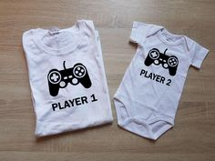 "TShirt ""PLAYER 1"" & ""PLAYER 2""  Baby Onesie - Fashion funny slogan sassy cute top door SasCreationsStore op Etsy"