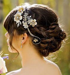 esküvői+kontyok,+tarkókontyok+-+esküvői+konty+fejdísszel