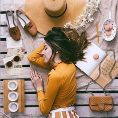 ✨ com essas cores que eu adoro раскладки flat lay Photography Ideas At Home, Flat Lay Photography, Girl Photography, Creative Photography, Lifestyle Photography, Foto Still, Instagram Inspiration, Flat Lay Inspiration, Tumblr Love