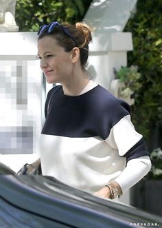 Pin for Later: Jennifer Garner Brightens Up London With Her Happy Outing