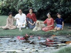 Indira Gandhi with her son Rajiv, daughter-in-law Sonia, grand-children Priyanka 11 yrs old, and Rahul 13 yrs old and her Afghan dog Pippa. Rare Pictures, Historical Pictures, Rare Photos, Old Photos, Gandhi Life, Indira Ghandi, Sonia Gandhi, Rajiv Gandhi, India Facts