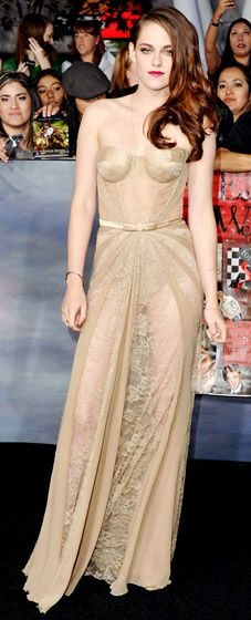 Kristen Stewart took a risk in sheer Zuhair Murad at the #Twilight Breaking Dawn -- Part 2 premiere in L.A. Nov. 12 -- and it totally paid off, in our opinion!