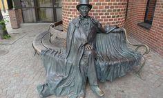 Hans Christiaan Andersen - Odense Odense, Vacation Games, Forever Book, Best Travel Deals, Bronze Sculpture, Writing A Book, Book Art, Garden Sculpture, Street Art
