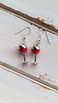 Elegant and pretty measuring x With plastic charms and finished with silver plated hooks. Wine Parties, Wine Charms, Keepsakes, Red Wine, Festive, Handmade Jewelry, Charmed, Drop Earrings, Party