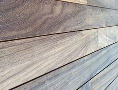 Padouk hardhout komt uit West-Afrika. Het vergrijst prachtig. Wil je meer weten over deze houtsoort ga naar Gadero.nl en bekijk onze beste Padoek producten. Hardwood Floors, Flooring, Outdoor Projects, Texture, Garden, Google, Africa, Wood Floor Tiles, Surface Finish