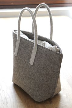 Prototype: Felt Lunch Bag with laminated bag-in-bag.