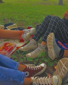Aesthetic Shoes, Aesthetic Indie, Summer Aesthetic, Aesthetic Clothes, Estilo Indie, Best Friend Pictures, Friend Photos, Mode Indie, Photographie Indie