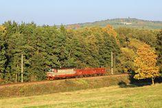 Lamina s dvěma vagóny projíždí jihem Čech.