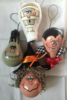 I have painted four used lightbulbs in Halloween characters. A Witch, Dracula, Frankenstein, and a Mummy. Each is embellished with extras.Light bulb: Set of four Halloween Ornaments out of light by Ways to Recycle the Light Bulbs - Halloween Door Decorations, Halloween Trees, Holidays Halloween, Halloween Crafts, Diy Halloween Ornaments, Scary Halloween, Halloween Gourds, Halloween 2019, Halloween Party