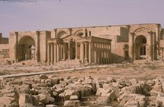 Iraq - Parthian palace in the ancient desert town of Hatra