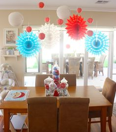 love the decoration over the table! #christmas