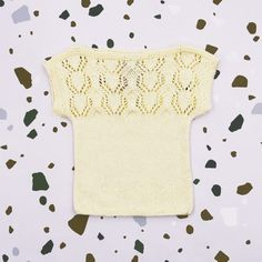 Knit top handmade of Van Beren Organic Cotton Yarn for baby girls and toddler in ajour knit pattern. The back part is knitted in the same pattern. Cotton Plant, Organic Cotton Yarn, Natural Clothing, Knit Patterns, Knitted Fabric, Knits, Hand Knitting, Textiles, Van