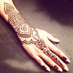 Now taking henna Bookings for 2015 www.MendhiHenna.com Instagram…