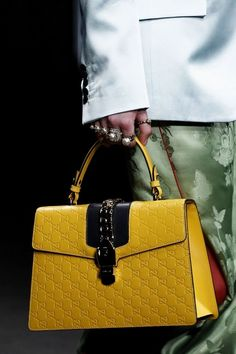 3b8a8e928d0 See detail photos for Gucci Fall 2016 Ready-to-Wear collection.  purses