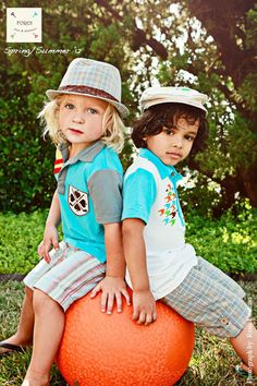 they are too cool for school...looove their outfits, so adorable!!
