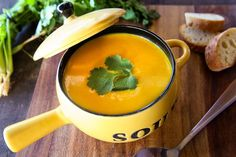 skinnymixer's Coconut Curried Pumpkin Soup - Süsskartoffel Suppe Coconut Milk Soup, Coconut Milk Recipes, Coconut Curry, Coconut Cream, Thermomix Soup, Cheap Clean Eating, Clean Eating Snacks, Soup Recipes, Chickpea Curry