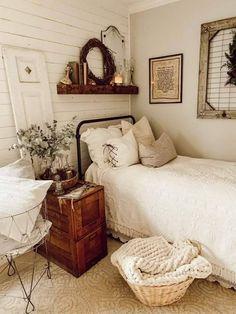 Farmhouse Style Bedrooms, Farmhouse Bedroom Decor, Cozy Bedroom, Modern Farmhouse, Bedroom Ideas, City Farmhouse, Farmhouse Garden, French Farmhouse, Vintage Farmhouse