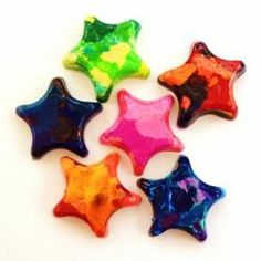 Melt Them Down! Recycling Old Crayons - turn your old and messy used crayons into these gorgeous little star crayons! Easy Crafts For Kids, Kid Crafts, Crayon Crafts, Broken Crayons, Melting Crayons, Little Star, Coffee Cans, Photo Booth, Upcycle