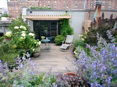A Chelsea, N.Y. rooftop by Brook Landscape does a credible job of evoking some Provencal chic.