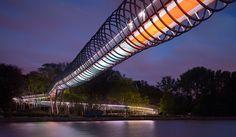 Красочный мост Slinky Springs