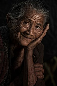 Dadung Lingsir from Ubud by Jeffri Jaffar Photography Female Portrait, Portrait Art, Portrait Photography, Portraits, We Are The World, People Of The World, Beautiful Old Woman, Beautiful People, Old Faces