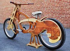 Bicicletas de árboles reciclados hechas a mano Estas bicicletas están realizadas con los árboles que mueren o están en mal estado en San Fr...