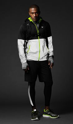 Nike Flash Pack Reflective Running Gear. ★ get the look http://www.likewalk.com/de/outfit/54f43fd8783f918b2d21eb79 ★