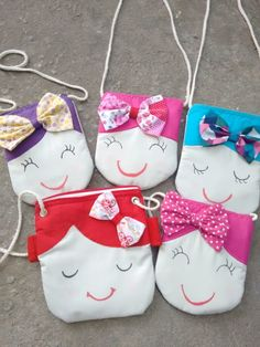 Bolsa Boneca Pano Sewing Projects For Beginners, Sewing Tutorials, Sewing Crafts, Sewing Patterns For Kids, Sewing For Kids, Diy And Crafts, Crafts For Kids, Potli Bags, Girls Boutique