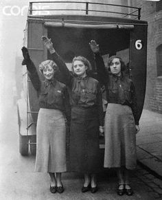 "Three female blackshirts, members of the British Union of Fascists, salute as they leave their Chelsea headquarters for Birmingham, where they will attend a meeting addressed by their leader, Oswald Mosley."" 1934 Pic via Corbi Vintage London, Old London, Women In History, British History, Sigmund Freud, Women's Army Corps, National Gallery, German Women, The Third Reich"
