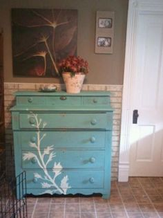 painted antique dresser Diy Furniture Projects, Furniture Makeover, Home Projects, Hand Painted Furniture, Repurposed Furniture, Decorating Tips, Interior Decorating, Antique Dressers, Cottage Renovation