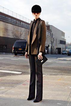 #saco #marron #diseño #experimental #vestir #pantalon #clasico #sombrero #casco #estilo #ecuestre #detalle #fashion #calle