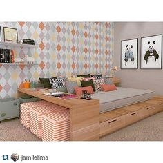 projeto quarto solteiro, jovem. cama tablado e mesa estudo. paleta cores