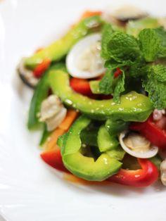 salad avocado and seafood, vietnamese food