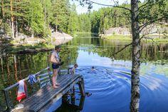 Tämän kesän edullisin perhematka > Haukkalammelta löytyy kolme eripituista vaellusreittiä (luontopolku 2km, Haukankierros 4km ja Korpinkierros 8 km). Maisemat ovat upeat!