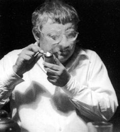 Ceci n'est pas un Guy Debord. Guy Debord, Man Smoking, Les Oeuvres, Revolution, Guys, Smoke, Scientists, Men, Artists