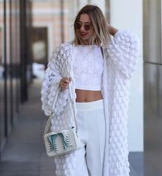 All white outfit for Spring Gilet Crochet, Crochet Coat, Crochet Cardigan, Crochet Clothes, All White Outfit, White Outfits, Knitwear Fashion, Knit Fashion, Look Blazer
