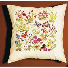 Coussin broderie Mille Fleurs Princesse Embroidery Designs, Cushions, Mille, Throw Pillows, Couture, Projects, Embroidered Cushions, Embroidery Stitches, Toss Pillows