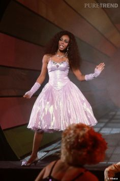 PHOTOS - In tutu and mittens, Donna Summer revisited the prom prom look. Dona Summer, Tutu, Classic Beauty, Black Beauty, Black Celebrities, Prom Looks, Prom Dresses, Wedding Dresses, Female Singers