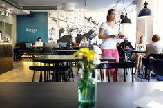 Kahvila Bergga Karhupuistossa tarjoaa buffettibrunssia.